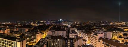 Vista di notte della città a Lione, Francia Fotografie Stock