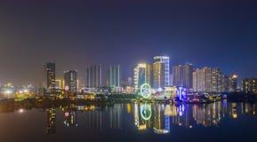 Vista di notte della città di Nanchino, Cina immagini stock