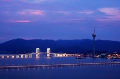 Vista di notte della convenzione e dei ponticelli della torretta di Macau Immagini Stock