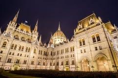 Vista di notte della costruzione ungherese del Parlamento a Budapest, Ungheria Fotografia Stock Libera da Diritti