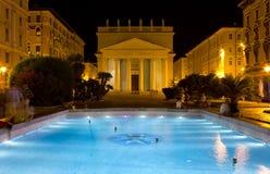 Vista di notte della piazza Sant Antonio a Trieste Immagine Stock