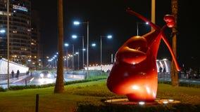 Vista di notte della statua del cupido nel distretto di Miraflores, Lima Fotografie Stock