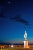 Vista di notte della statua di Nerone fotografie stock