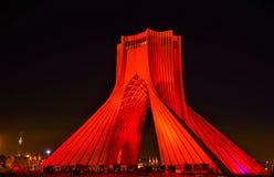Vista di notte della torre di Azadi a Teheran Fotografie Stock