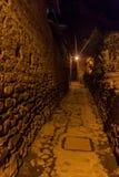 Vista di notte delle vie antiche di Ollantaytambo immagine stock libera da diritti
