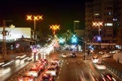 Vista di notte delle vie della città Fotografie Stock