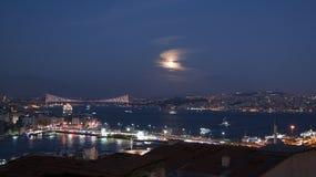 Vista di notte di Costantinopoli fotografia stock