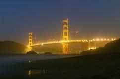 Vista di notte di golden gate bridge a San Francisco Immagine Stock Libera da Diritti