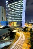 Vista di notte di Hong Kong con la luce dell'automobile Immagini Stock