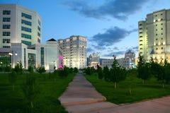 Vista di notte di nuova zona residenziale. Fotografie Stock