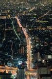 Vista di notte di paesaggio urbano di Osaka Fotografia Stock