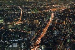 Vista di notte di paesaggio urbano di Osaka Fotografie Stock