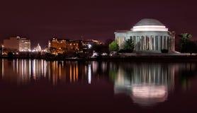 Vista di notte di U S Campidoglio e Washington Monument Immagini Stock Libere da Diritti