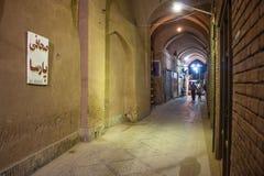 Vista di notte di un bazar Immagini Stock