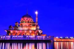 Vista di notte di una moschea Fotografie Stock