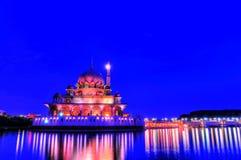 Vista di notte di una moschea Fotografia Stock