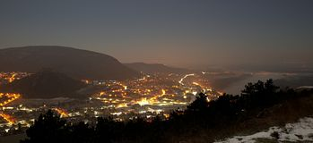 Vista di notte di Hainburg un der Donau fotografie stock