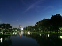 Vista di notte nel parco Fotografia Stock Libera da Diritti