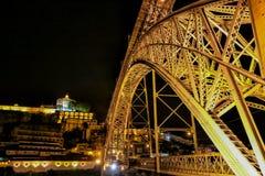 Vista di notte di Oporto, Portogallo Immagini Stock