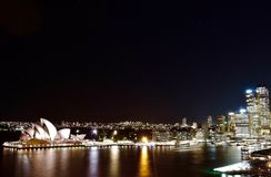 Vista di notte sopra Sydney Opera House fotografie stock libere da diritti