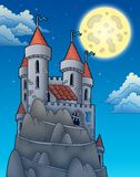 Vista di notte sul castello sulla roccia Immagine Stock
