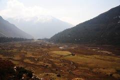 Vista di occhio dell'uccello della valle di Chopta, Sikkim del nord, India fotografia stock libera da diritti