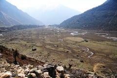 Vista di occhio dell'uccello della valle di Chopta, Sikkim del nord, India immagine stock