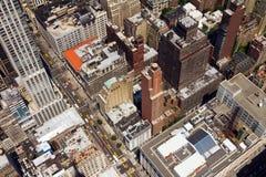 Vista di occhio di uccelli del centro della via della città New York Fotografia Stock