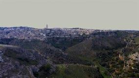 vista di occhio di uccello aerea di Matera archivi video