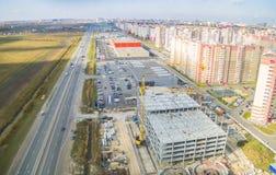 Vista di occhio di uccello sulla costruzione del centro commerciale Immagini Stock Libere da Diritti