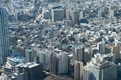 Vista di occhio di uccello di paesaggio urbano del Giappone a mezzogiorno fotografia stock