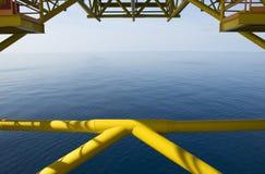 Vista di oceano dall'impianto offshore immagini stock