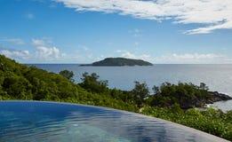 Vista di oceano dallo stagno, Seychelles Fotografia Stock Libera da Diritti