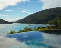Vista di oceano dallo stagno, Seychelles Immagine Stock Libera da Diritti