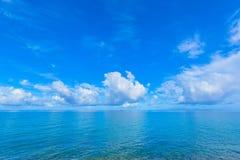 Vista di oceano e del cielo blu in Okinawa Fotografie Stock Libere da Diritti