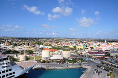Vista di Oranjestad dalla nave da crociera Immagine Stock Libera da Diritti
