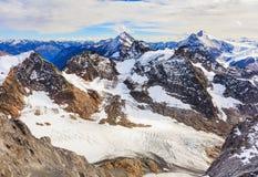Vista di orario invernale dal Mt Titlis in Svizzera Immagini Stock