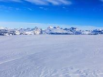 Vista di orario invernale dalla montagna di Fronalpstock in Svizzera Immagini Stock