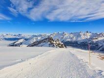 Vista di orario invernale dalla montagna di Fronalpstock in Svizzera Fotografie Stock Libere da Diritti