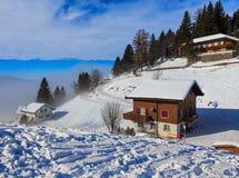 Vista di orario invernale nel villaggio di Stoos in Svizzera Immagine Stock