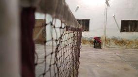Vista di orizzontale della rete e del campo da badminton Fotografia Stock Libera da Diritti