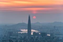Vista di paesaggio urbano del centro e parola di Lotte a Seoul, Corea del Sud Fotografia Stock Libera da Diritti