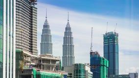 Vista di paesaggio urbano di area del sito della costruzione sopra le costruzioni archivi video