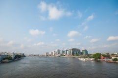 Vista di paesaggio urbano di Bangkok con il fiume di Chaopraya Immagine Stock