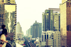 Vista di paesaggio urbano di Bangkok, la gente all'alta costruzione di affari, vin Fotografia Stock