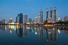 Vista di paesaggio urbano di Bangkok a penombra Fotografie Stock
