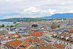 Vista di paesaggio urbano e Shoreline del lago Lemano, Svizzera Fotografia Stock Libera da Diritti