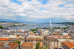 Vista di paesaggio urbano e Shoreline del lago Lemano, Svizzera Immagini Stock