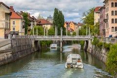 Vista di paesaggio urbano sul fiume di Ljubljanica nella vecchia città di Transferrina Fotografia Stock