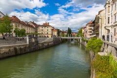 Vista di paesaggio urbano sul fiume di Ljubljanica nella vecchia città di Transferrina Fotografia Stock Libera da Diritti